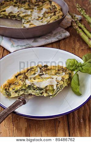 Spinach e green asparagus frittata. Italian cuisine