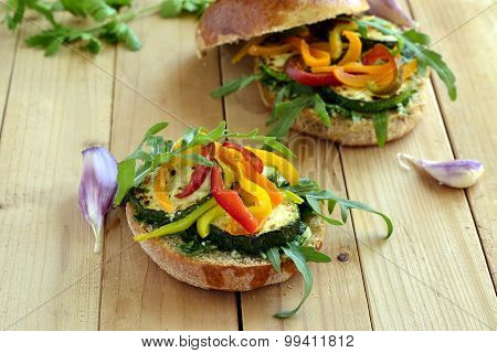 Wholegrain burger with fresh vegetables