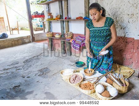 Guatemalan woman Weaving