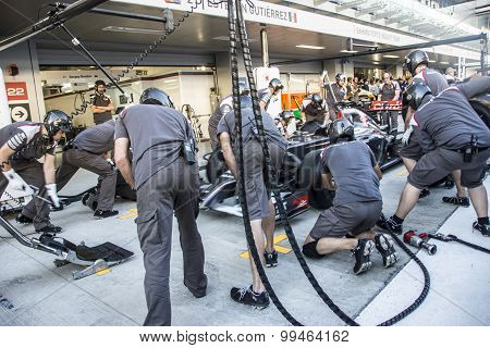 Sauber F1 Team. Mechanics. Testing The Speed Of Replacement Wheels.