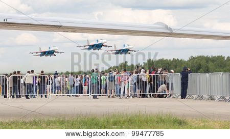 People Take Pictures Of The Su-27