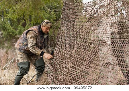Hunter Pulls Camouflage Netting