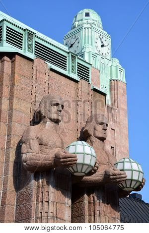 Statues holding the spherical lamps