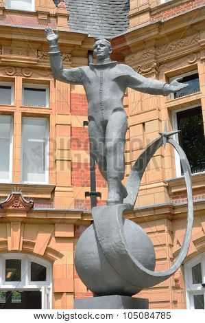 Yuri gagarin statue greenwich london