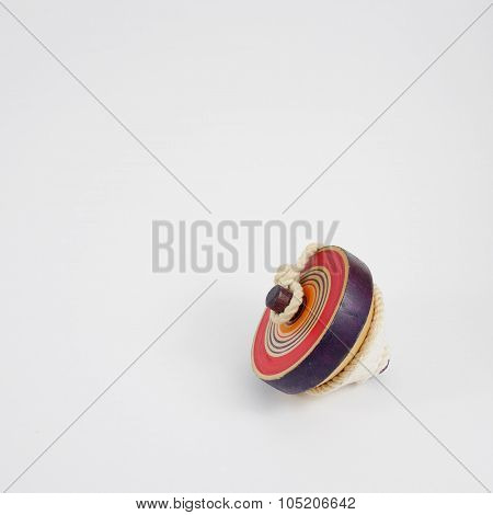 The wooden spinning top toy (2)