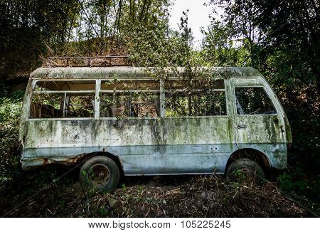 An abandoned minibus in Nepal