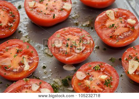 Tomato Halves For Ready Roasting, With Garlic, Thyme And Oil