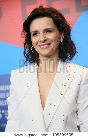 BERLIN, GERMANY - FEBRUARY 5: Juliette Binoche poses during the  press conference for the 'Nadie quiere la noche'  presented at the 65th Film Festival in Berlin, on February 5, 2015.
