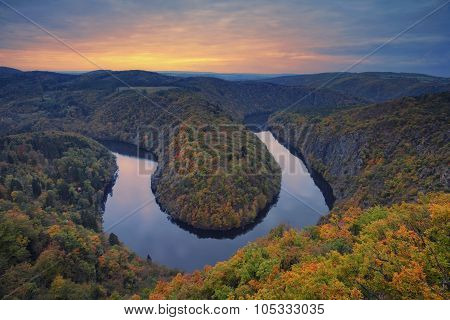 Autumn river bend.