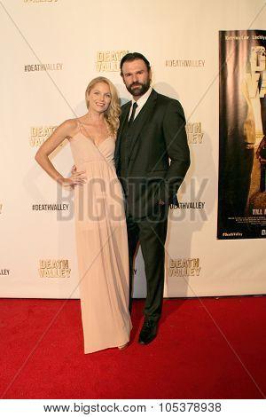 LOS ANGELES- OCT 17: Ellen Hollman and Stephen Dunlevy arrives at the