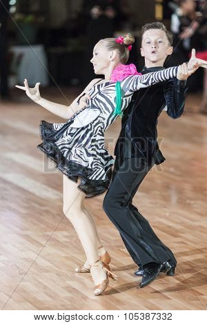 Minsk, Belarus -september 26, 2015: Degilevich Artem And Golub Kseniya Perform Juvenile-1 Latin-amer