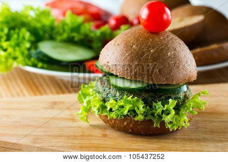 veggie spinach burgers with rye bread, cucumber and lettuce