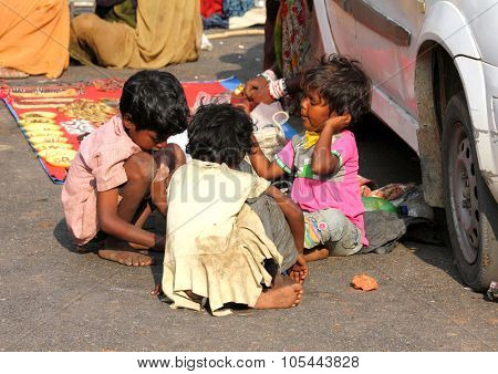 PUSHKAR, INDIA - NOVEMBER 20: Poor indian chidren on town street on November 20, 2012 in Pushkar, Rajasthan, India.