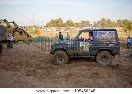 RUSSIA, PUSHKINO -?? 20 SEP, 2014: Bulldozer is pulling off-road vehicle at Rainforest Challenge Russia Autumn 2014 PRO-X.