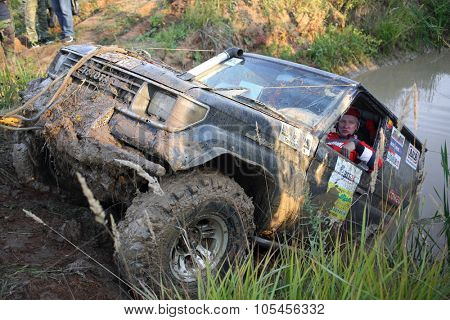 RUSSIA, PUSHKINO -?? 20 SEP, 2014: Off-road vehicle is overcome from water obstacle at Rainforest Challenge Russia Autumn 2014 PRO-X.