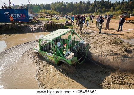 RUSSIA, PUSHKINO -?? 20 SEP, 2014: Off-road vehicle is driving in water obstacle during Rainforest Challenge Russia Autumn 2014 PRO-X at sunny day.