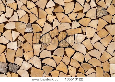Imitated woodpile of short wood pieces