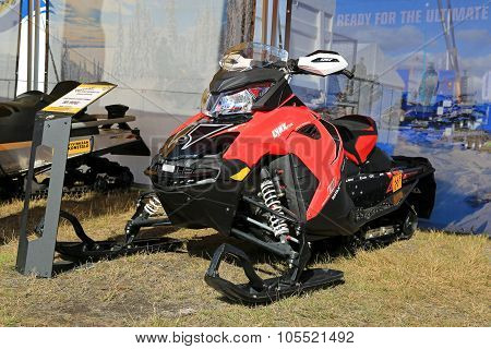 Lynx Rave Re 600 Snowmobile On Display