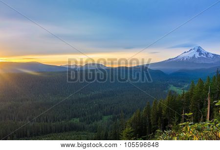 Beautiful Vista Of Mount Hood In Oregon, Usa