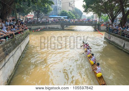 Zhongshan, China-oct 15, 2015:people Watching The Dragon Boat Match On October 15, 2015. Dragon Boat