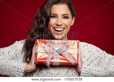 Portrait of beautiful girl with christmas gift