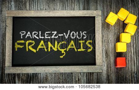 Do You Speak French? (in French) written on chalkboard