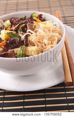 chinese noodle and beef