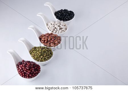five different color organic soup beans