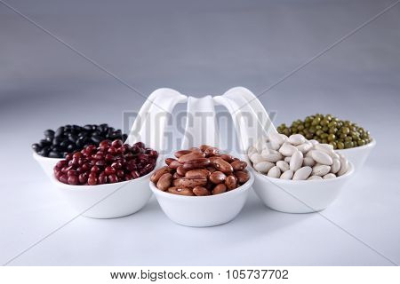 five different color organic soup beans