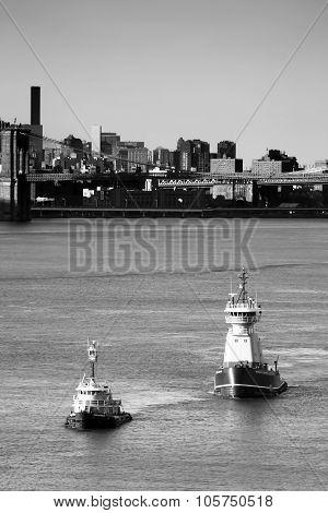 Reinauer Tugboats In East River Bw