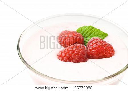 Yogurt with raspberries