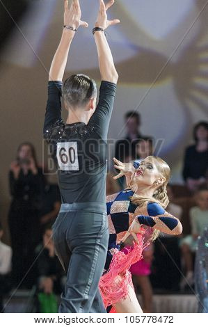 Minsk, Belarus-september 27, 2015: Konstantin Ermolovich And Anna Snegir Perform Juniors-2 Latin -am