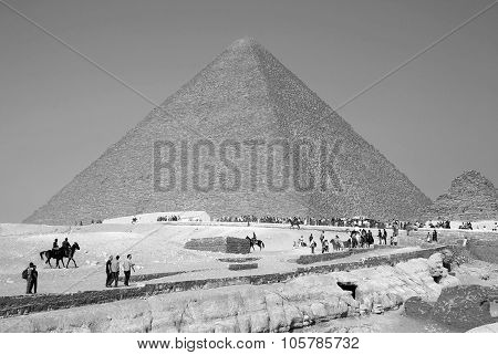 Visitor in front the great pyramid