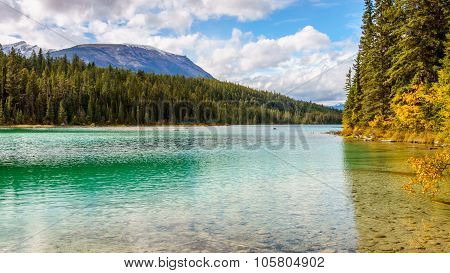 The turquoise color of First Lake on the Valley of Five Lakes Trail