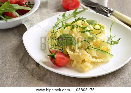 ?asta noodles with zucchini, arugula, basil
