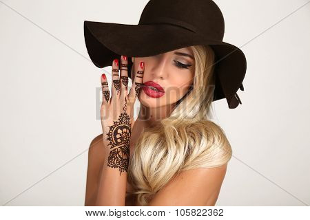 Sensual Woman In Elegant Black Hat With Henna Tattoo On Hands