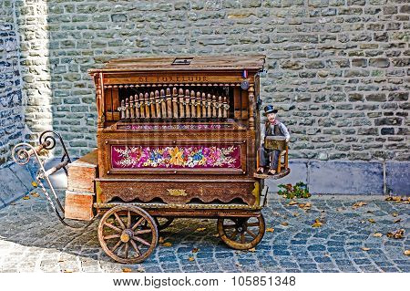 Old Traditional Belgian Hurdy-gurdy
