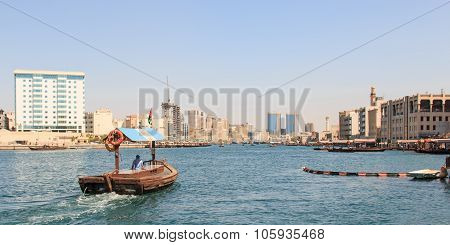 Dubai, United Arab Emirates - October 8, 2014: Abras Or Water-taxi Ready To Carry Passengers Across