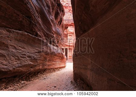 The Siq Leading Up To The Trausury In Petra, Jordan