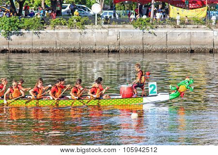Kaohsiung, Taiwan, June 19, 2015: Boats Racing In The Love River For The Dragon Boat Festival In Kao
