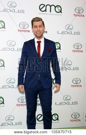 LOS ANGELES - OCT 214:  Lance Bass at the Environmental Media Awards 2015 at the Warner Brothers Studio Lot on October 214, 2015 in Burbank, CA
