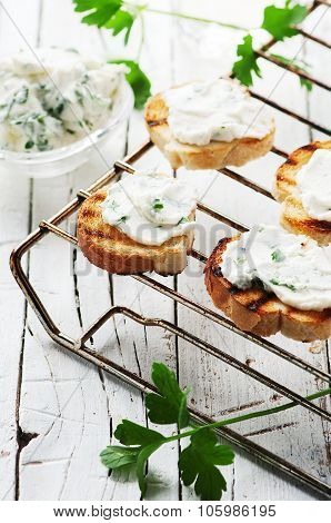 Crostini With Cottage Cheese And Parsley