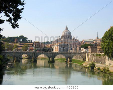 Basílica de San Peters sobre Fiume Tevere, ciudad del Vaticano, Roma