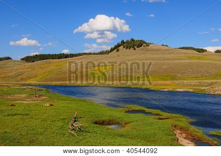 Yellowstone River in Hayden Valley, Yellowstone NP