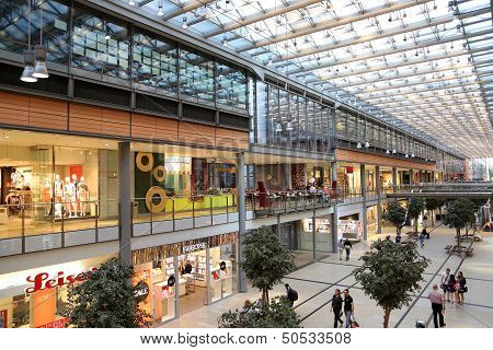 Potsdamer Platz Arkaden Shopping Mall In Berlijn