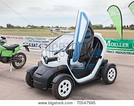 Electric City Car Renault Ze Twizy
