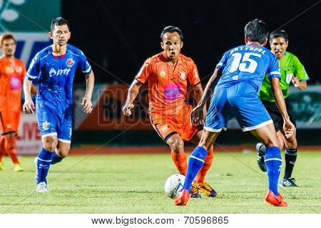 Sisaket Thailand-august 13: Jirawat Daokhao Of Sisaket Fc. (orange) In Action During Thai Premier Le