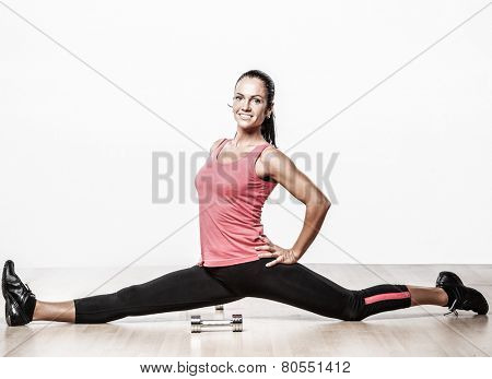 Beautiful athlete woman doing split