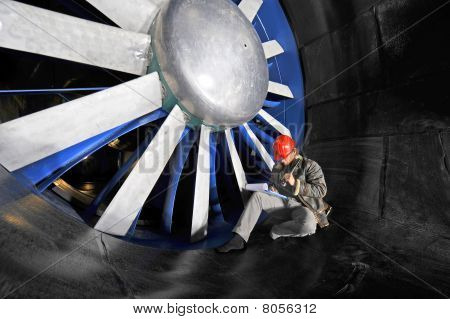 Windtunnel Mainenance Worker