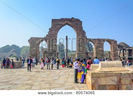 Visitors around Iron Pillar of India